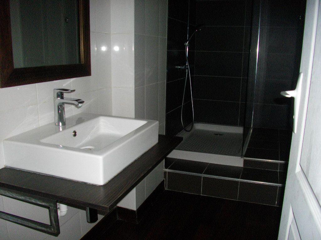 Appartement à louer 3 59.28m2 à Bourges vignette-6