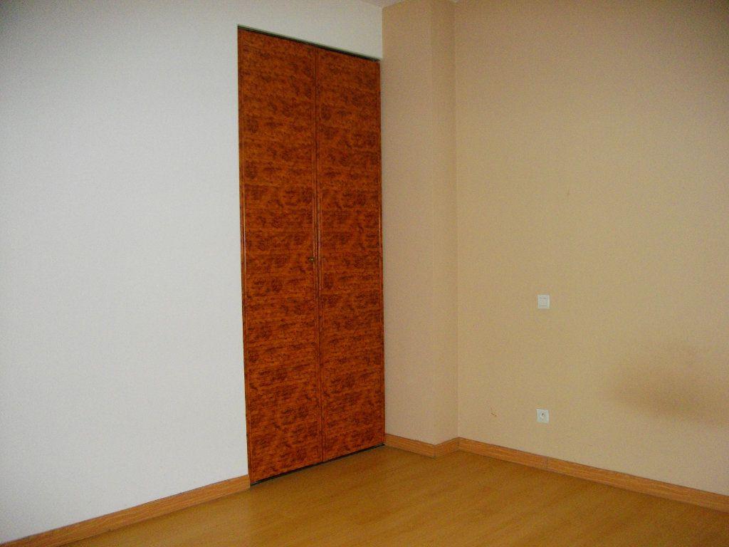 Appartement à louer 3 59.28m2 à Bourges vignette-7