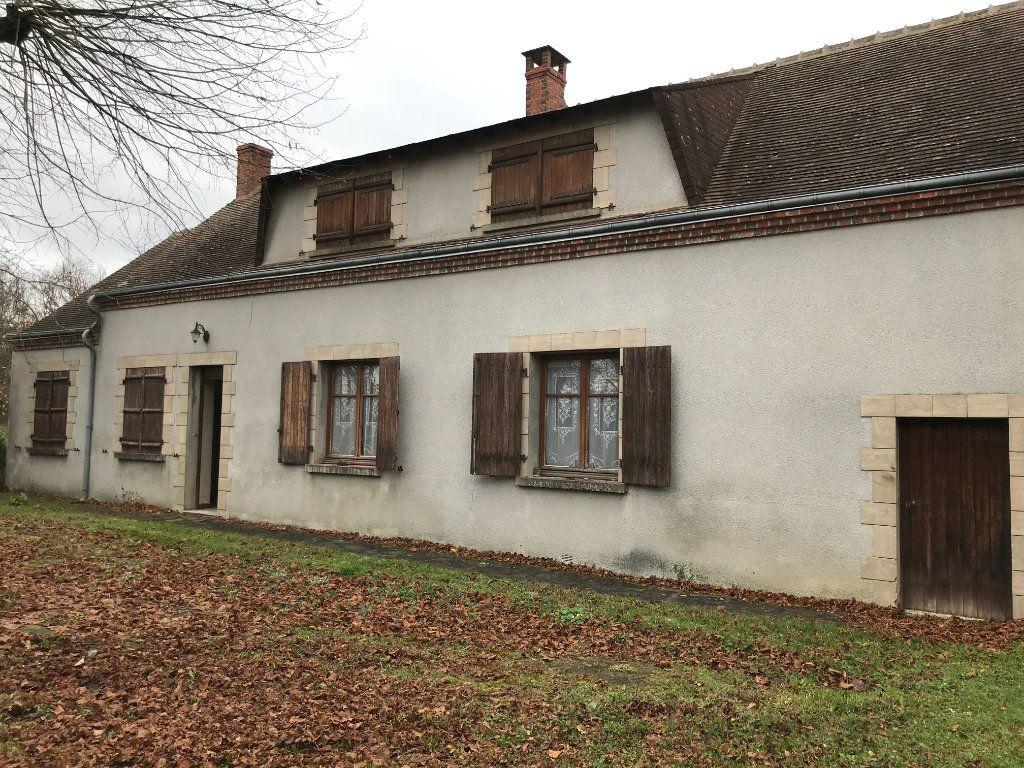 Maison à vendre 5 96m2 à Neuvy-Saint-Sépulchre vignette-1