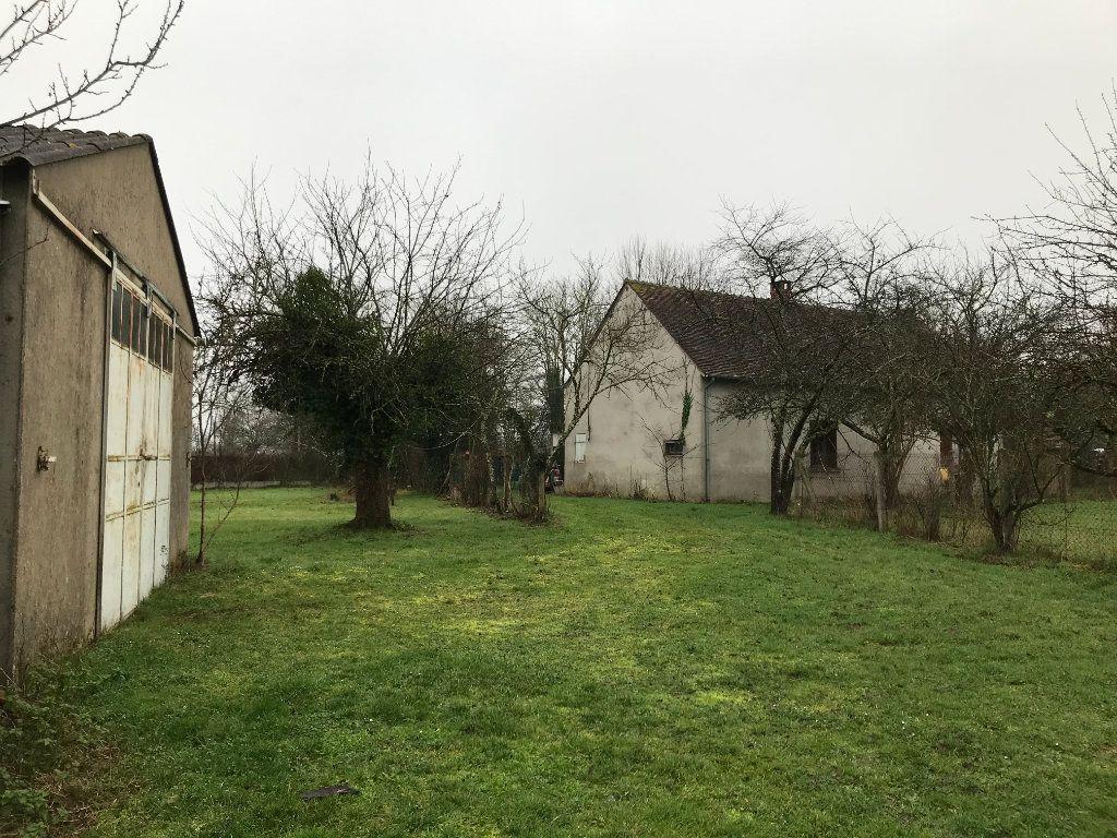 Maison à vendre 5 96m2 à Neuvy-Saint-Sépulchre vignette-3