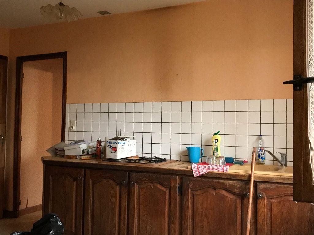 Maison à vendre 5 96m2 à Neuvy-Saint-Sépulchre vignette-5