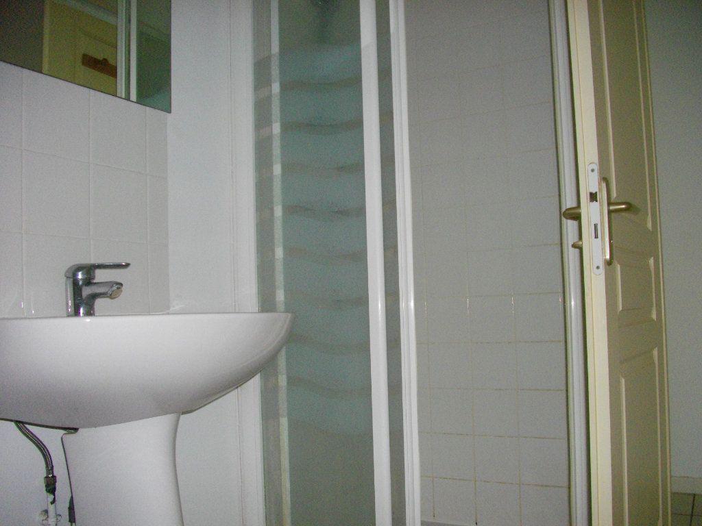 Appartement à louer 2 33m2 à Bourges vignette-8