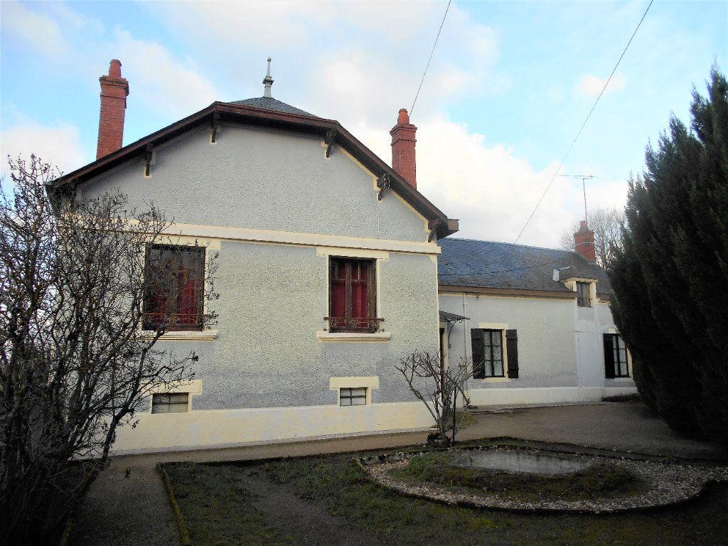 Maison à vendre 5 125m2 à La Guerche-sur-l'Aubois vignette-1