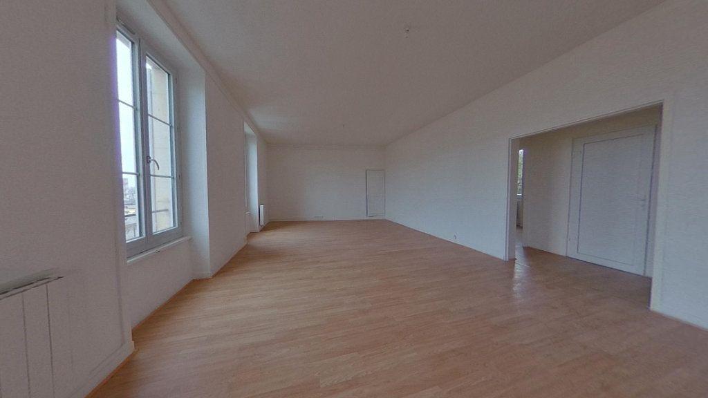 Appartement à louer 3 82.2m2 à Nevers vignette-1