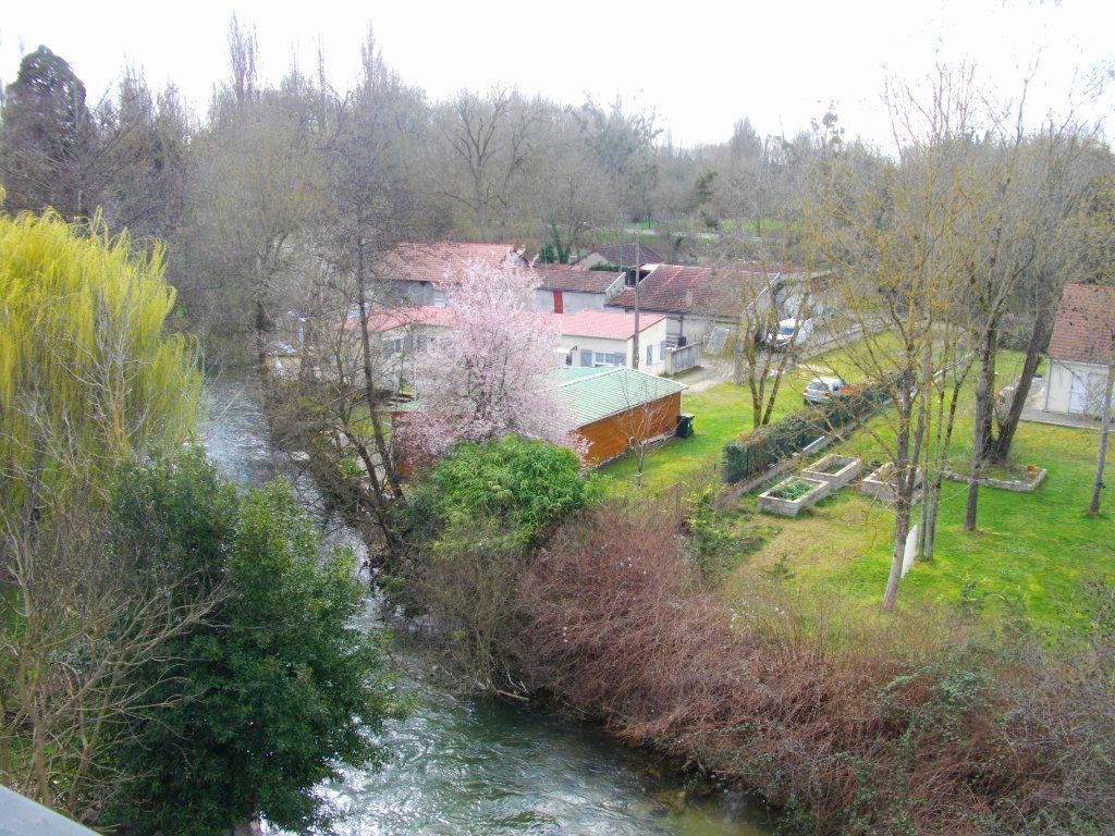 Appartement à louer 3 63.97m2 à Bourges vignette-5