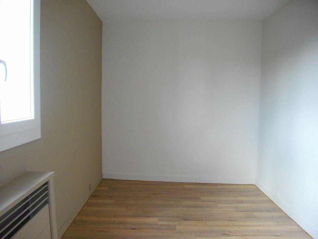 Appartement à louer 3 63.97m2 à Bourges vignette-6