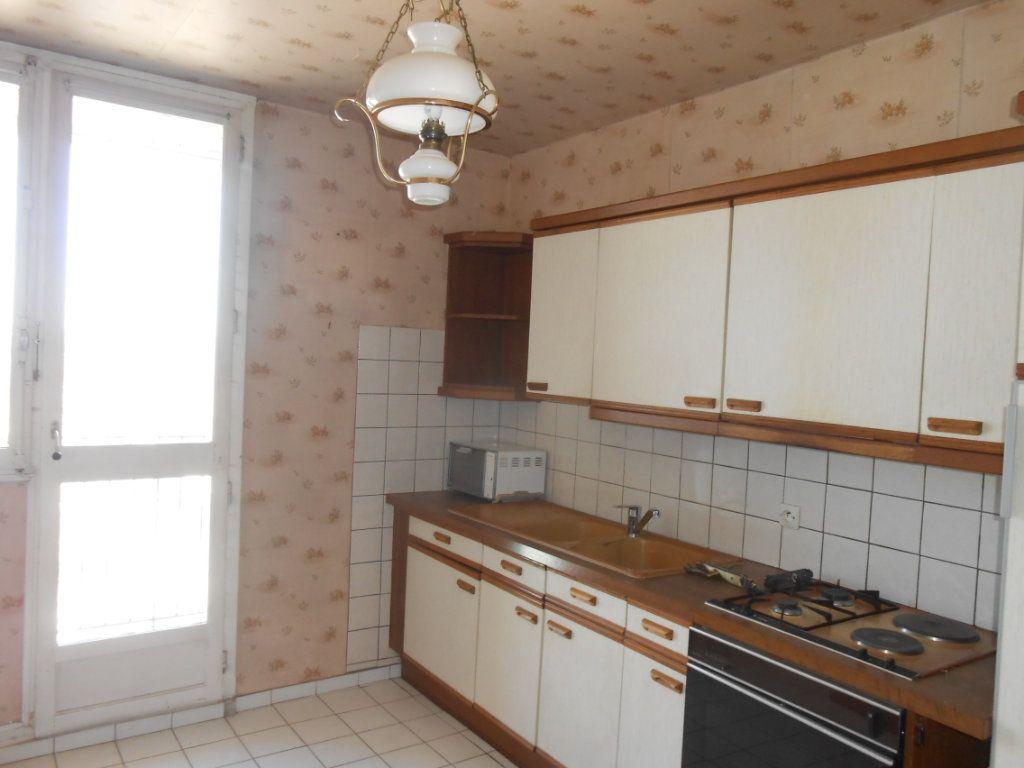 Appartement à vendre 5 73m2 à Nevers vignette-2