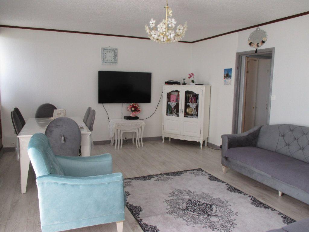 Appartement à vendre 4 77.73m2 à Bourges vignette-1