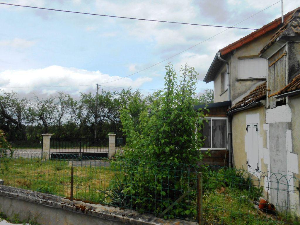 Maison à vendre 4 120m2 à Saint-Pierre-le-Moûtier vignette-3