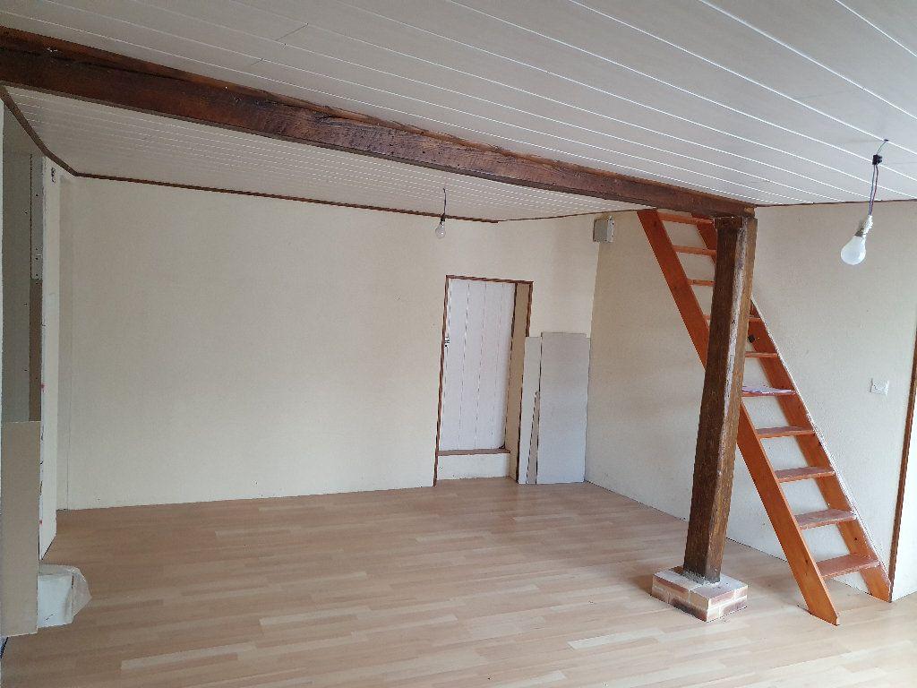 Maison à vendre 4 120m2 à Saint-Pierre-le-Moûtier vignette-4