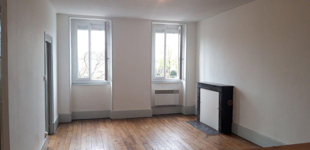 Appartement à louer 3 71.8m2 à Cercy-la-Tour vignette-1