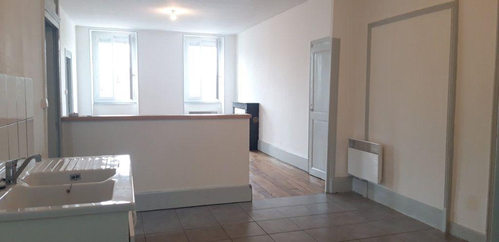 Appartement à louer 3 71.8m2 à Cercy-la-Tour vignette-3