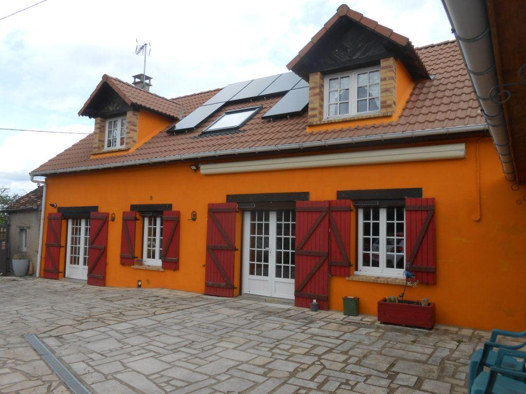 Maison à vendre 5 115m2 à Saint-Pierre-le-Moûtier vignette-1