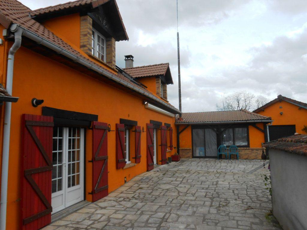 Maison à vendre 5 115m2 à Saint-Pierre-le-Moûtier vignette-10