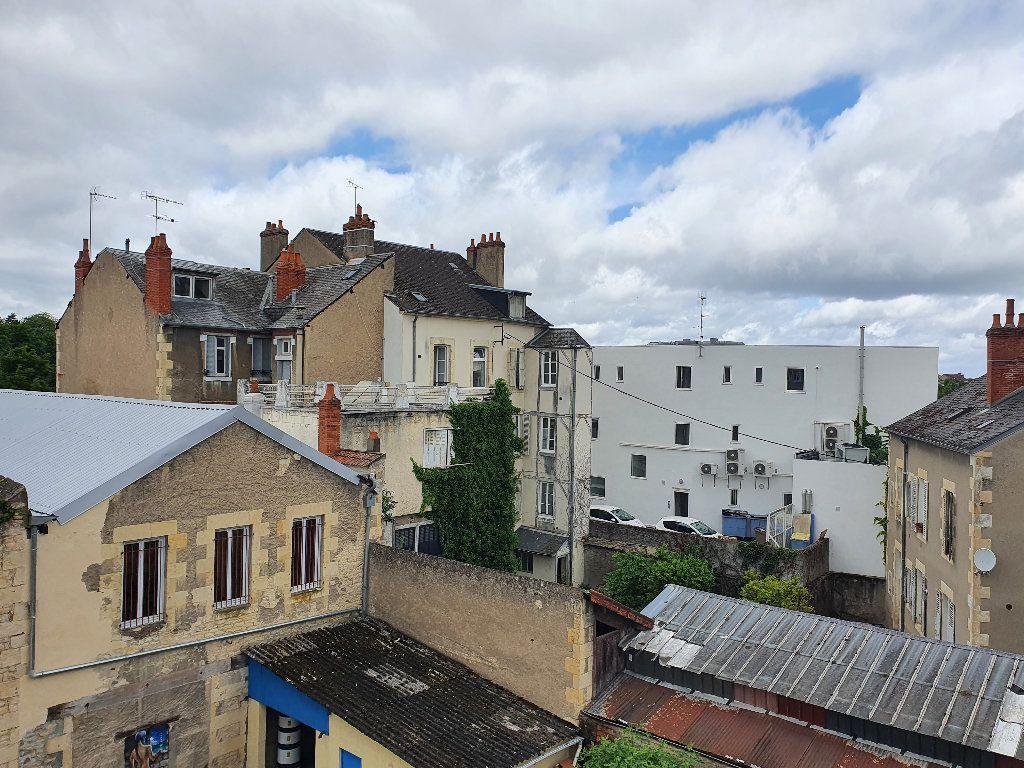 Appartement à vendre 2 736m2 à Nevers vignette-2