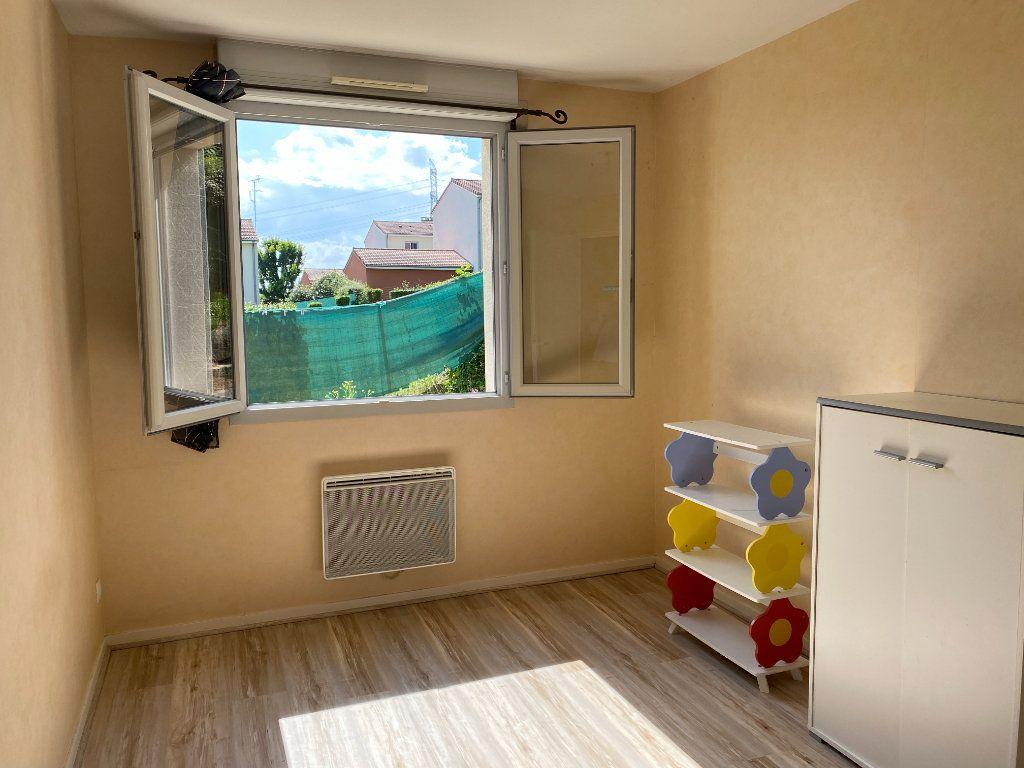 Maison à louer 4 76.5m2 à Saint-Éloi vignette-9