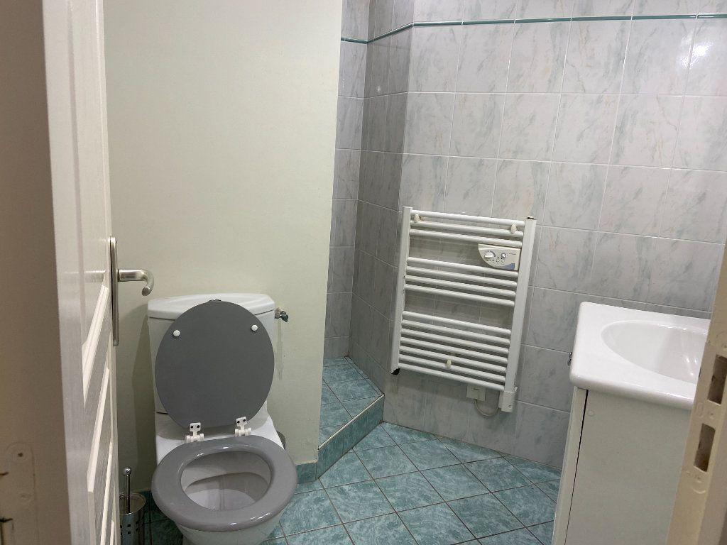 Appartement à louer 1 27m2 à Decize vignette-12