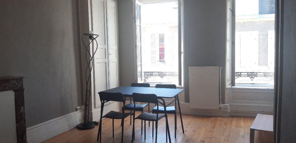 Appartement à louer 1 34m2 à Nevers vignette-3