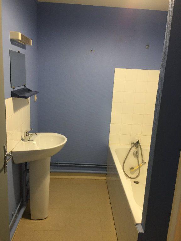 Appartement à louer 2 38.58m2 à Nevers vignette-3