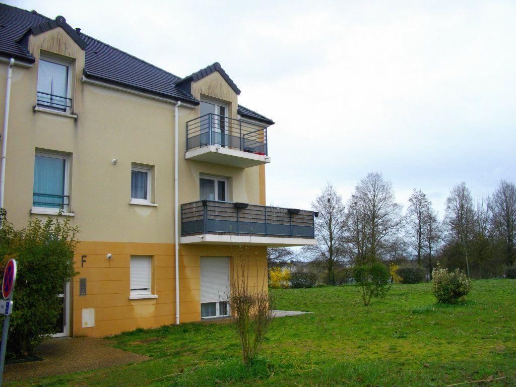 Appartement à louer 3 65.23m2 à Bourges vignette-1
