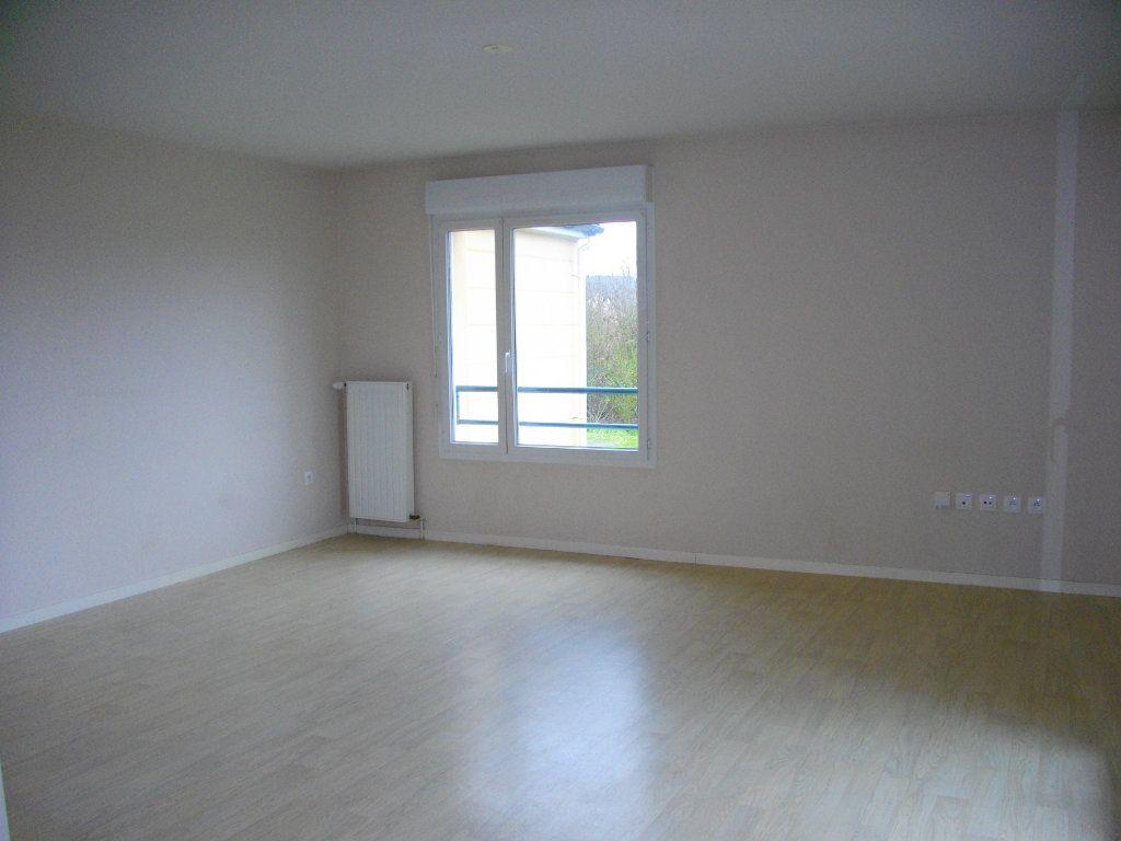Appartement à louer 3 65.23m2 à Bourges vignette-3