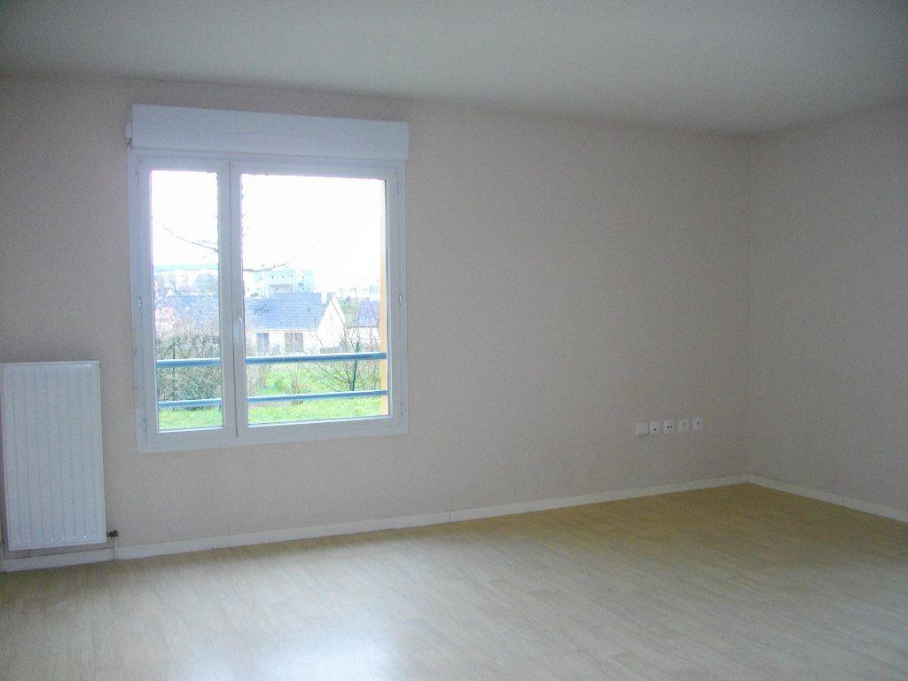 Appartement à louer 3 65.23m2 à Bourges vignette-4
