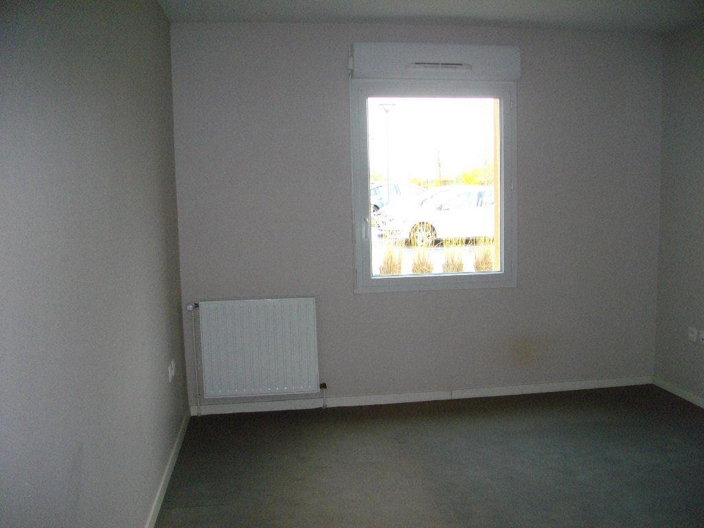 Appartement à louer 3 65.23m2 à Bourges vignette-6
