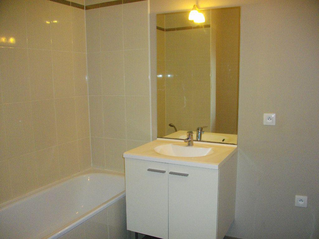 Appartement à louer 3 65.23m2 à Bourges vignette-7