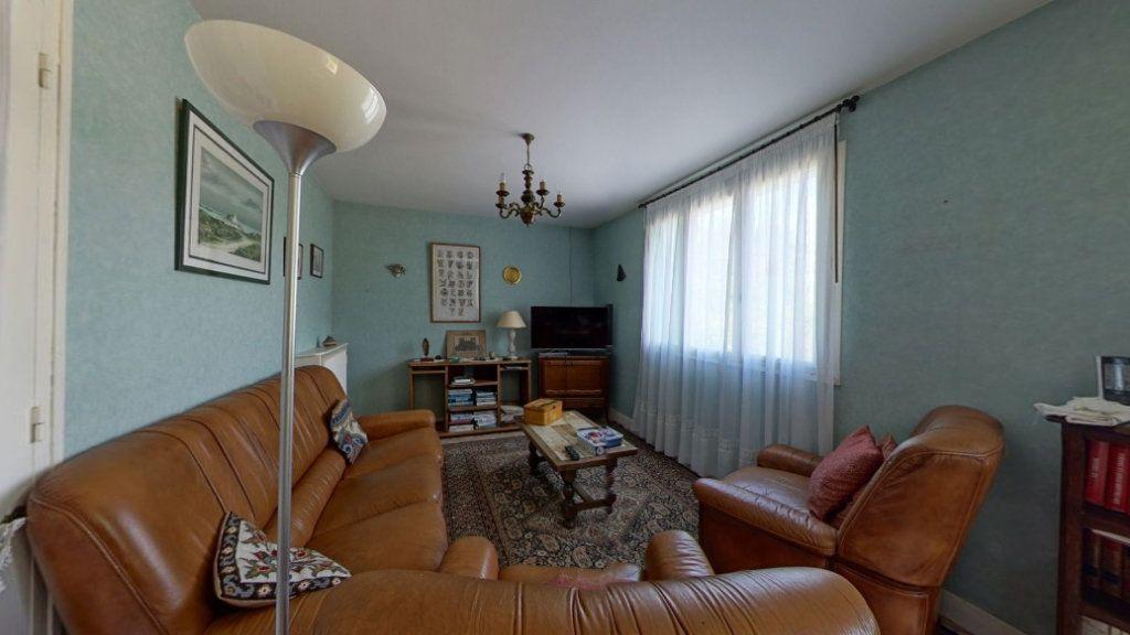Maison à vendre 6 132m2 à Saint-Sulpice-Laurière vignette-3