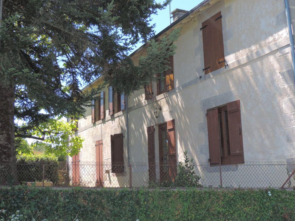 Maison à vendre 7 230m2 à Saint-Laurent-les-Églises vignette-2