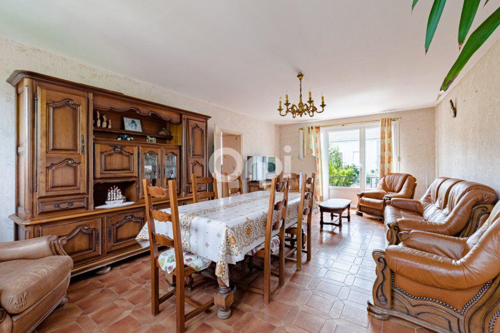 Maison à vendre 7 140m2 à Saint-Sulpice-Laurière vignette-1