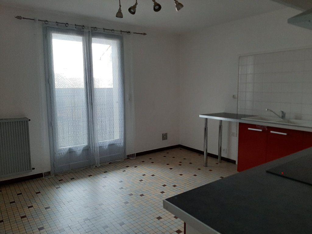 Appartement à louer 5 107m2 à Grenade vignette-1