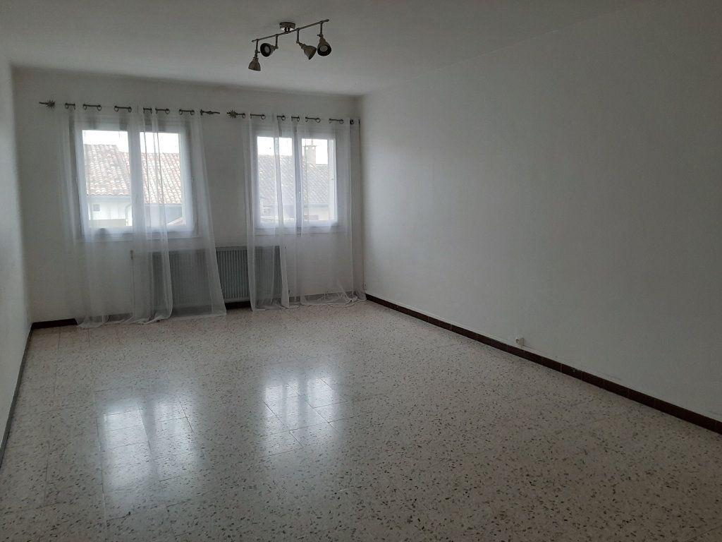 Appartement à louer 5 107m2 à Grenade vignette-2