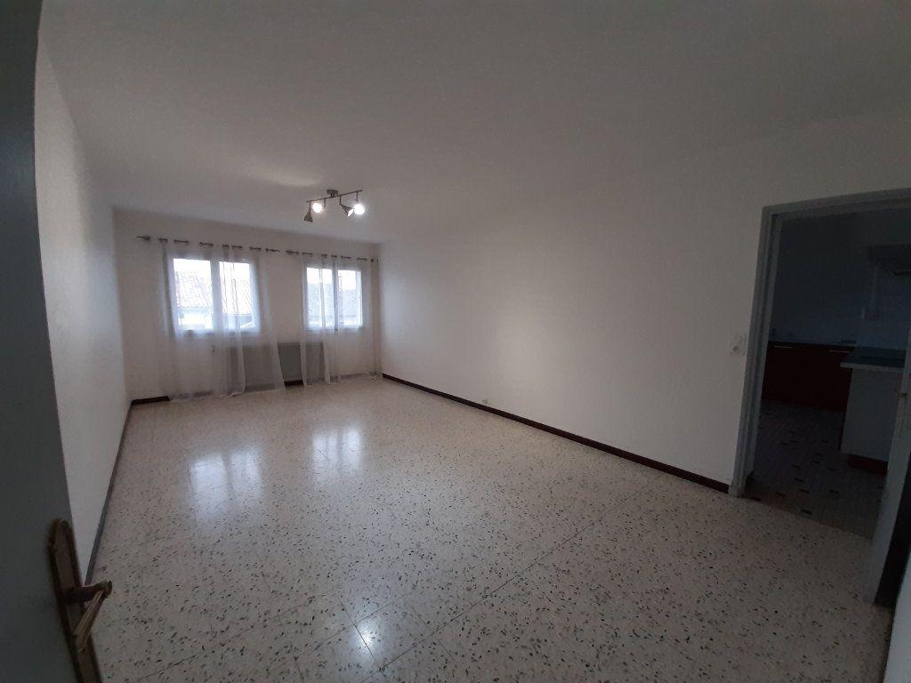 Appartement à louer 5 107m2 à Grenade vignette-3
