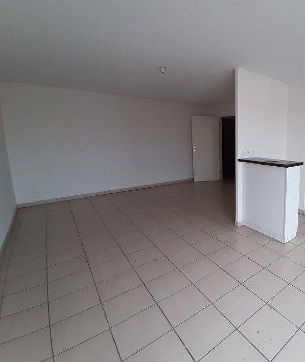 Appartement à louer 3 63.65m2 à Grenade vignette-1