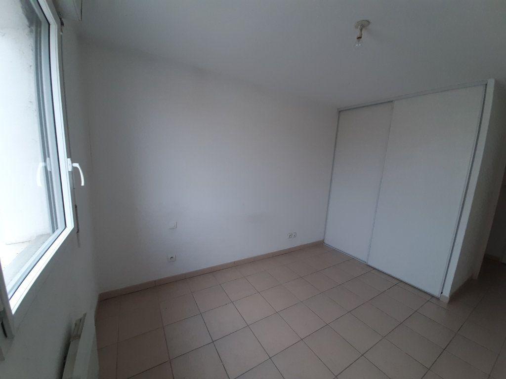 Appartement à louer 3 63.65m2 à Grenade vignette-4