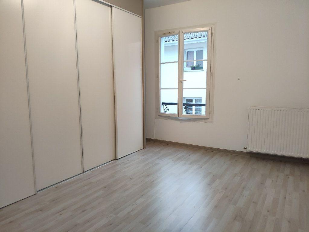 Appartement à louer 3 75.59m2 à Bayonne vignette-4