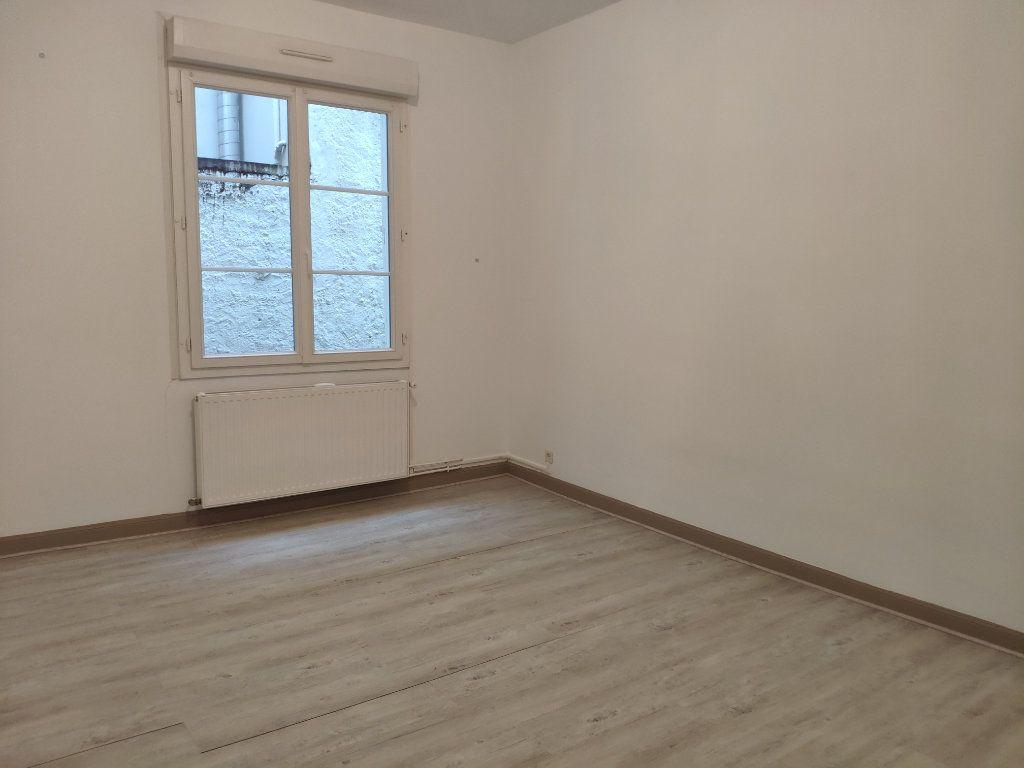 Appartement à louer 3 75.59m2 à Bayonne vignette-6