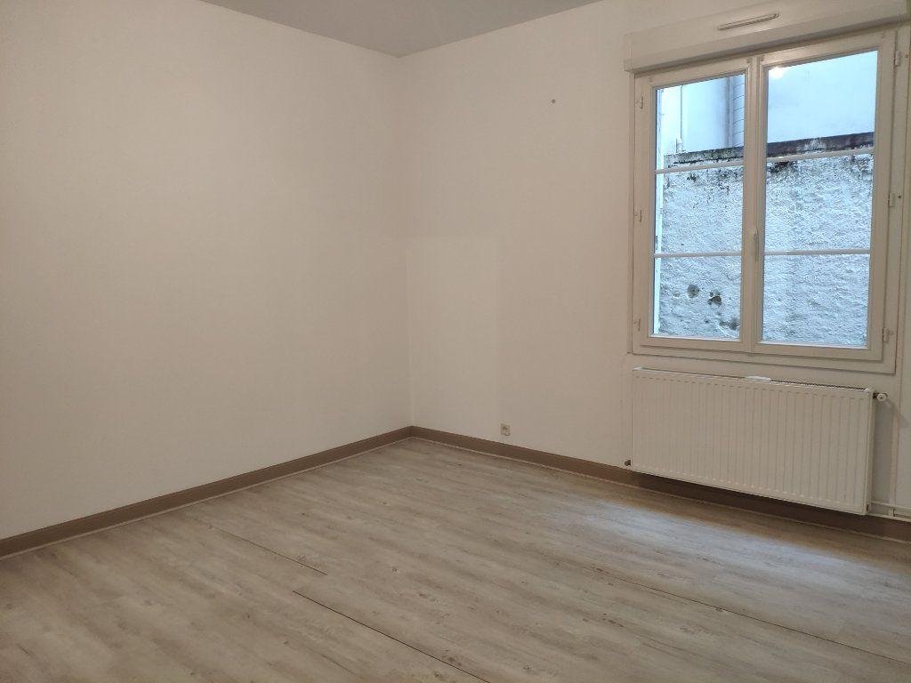 Appartement à louer 3 75.59m2 à Bayonne vignette-7