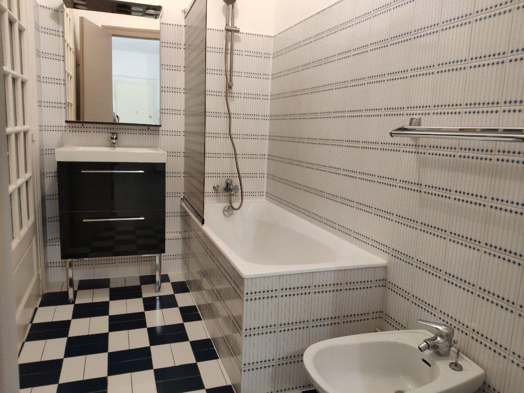 Appartement à louer 3 75.59m2 à Bayonne vignette-8