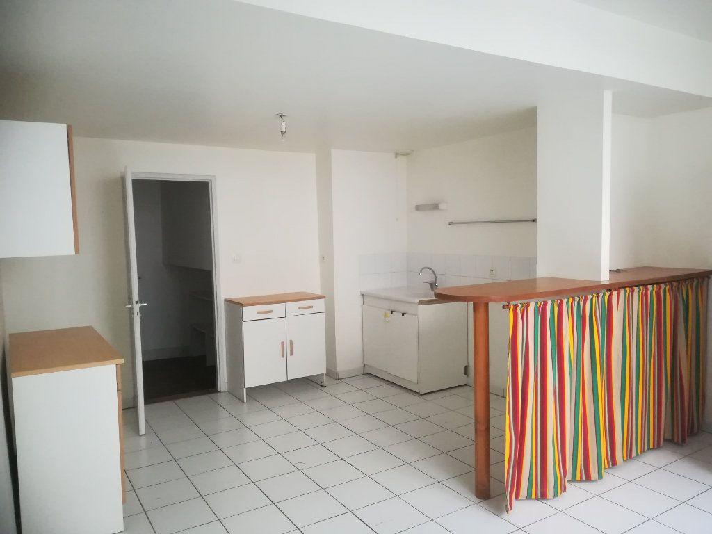 Appartement à louer 4 134m2 à Bayonne vignette-3