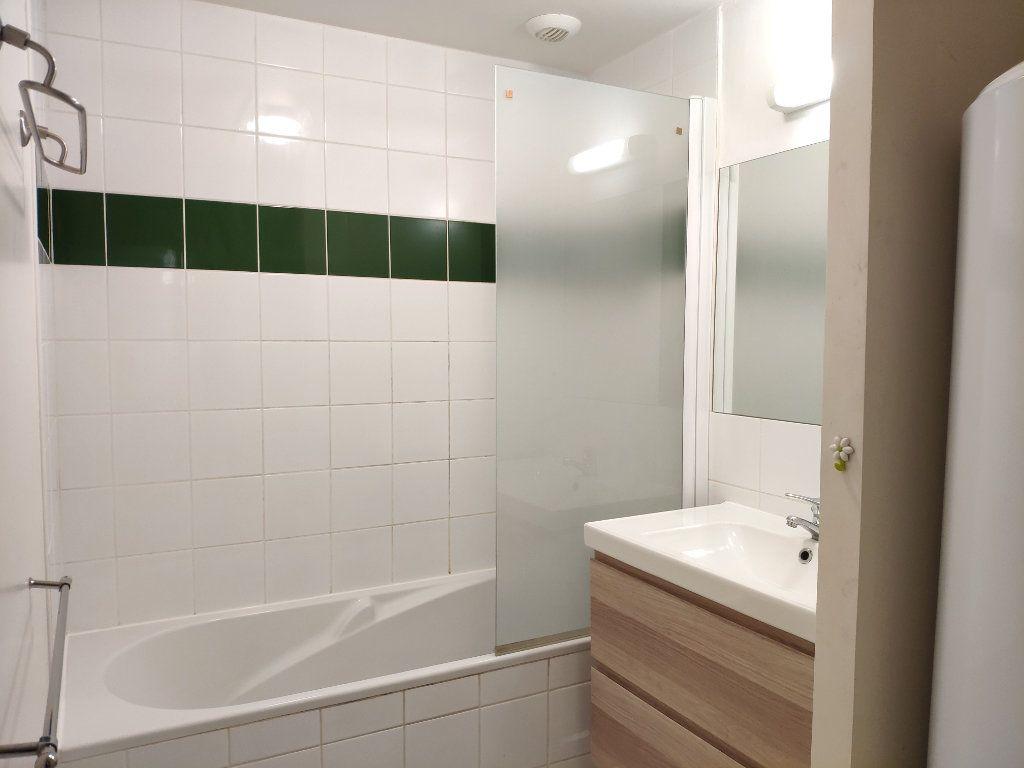 Appartement à louer 4 134m2 à Bayonne vignette-9