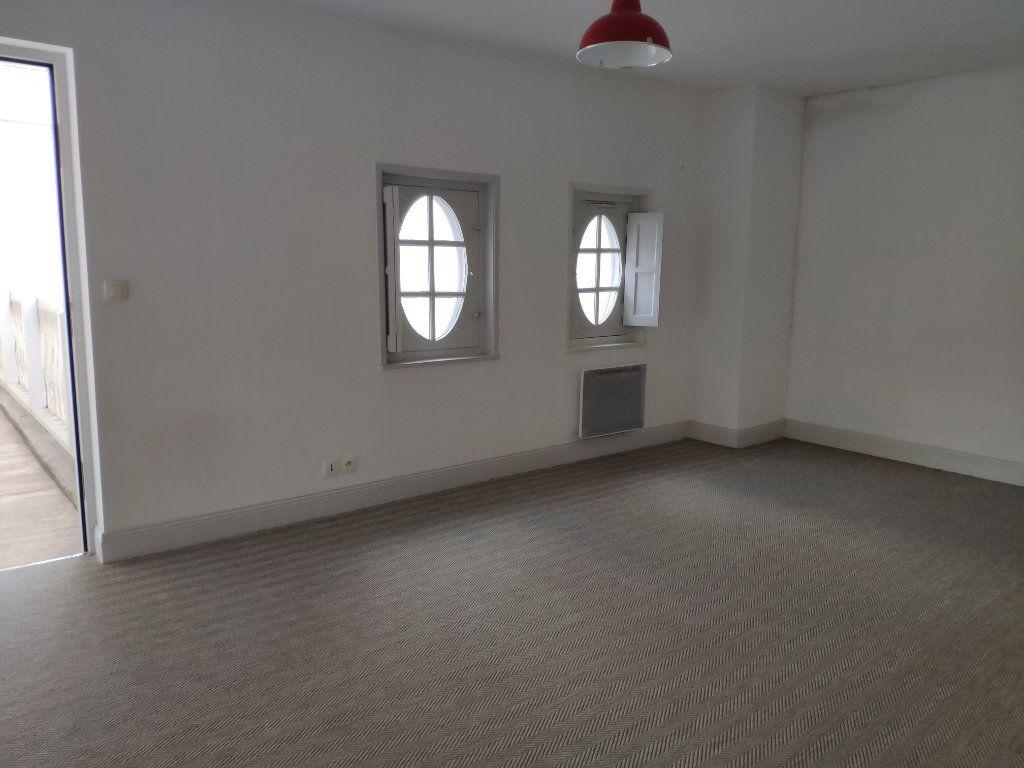 Appartement à louer 4 134m2 à Bayonne vignette-12