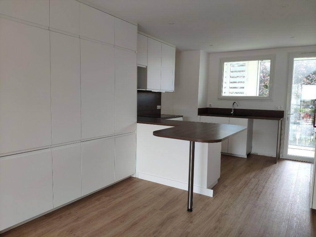Appartement à louer 4 84.54m2 à Biarritz vignette-1