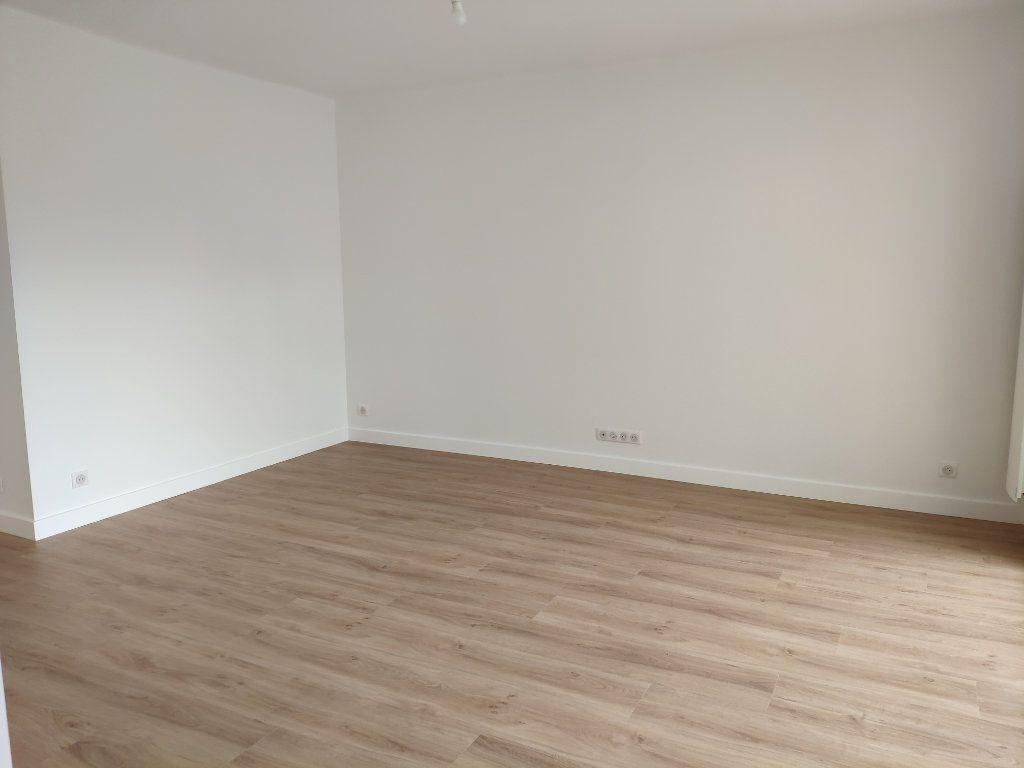 Appartement à louer 4 84.54m2 à Biarritz vignette-4