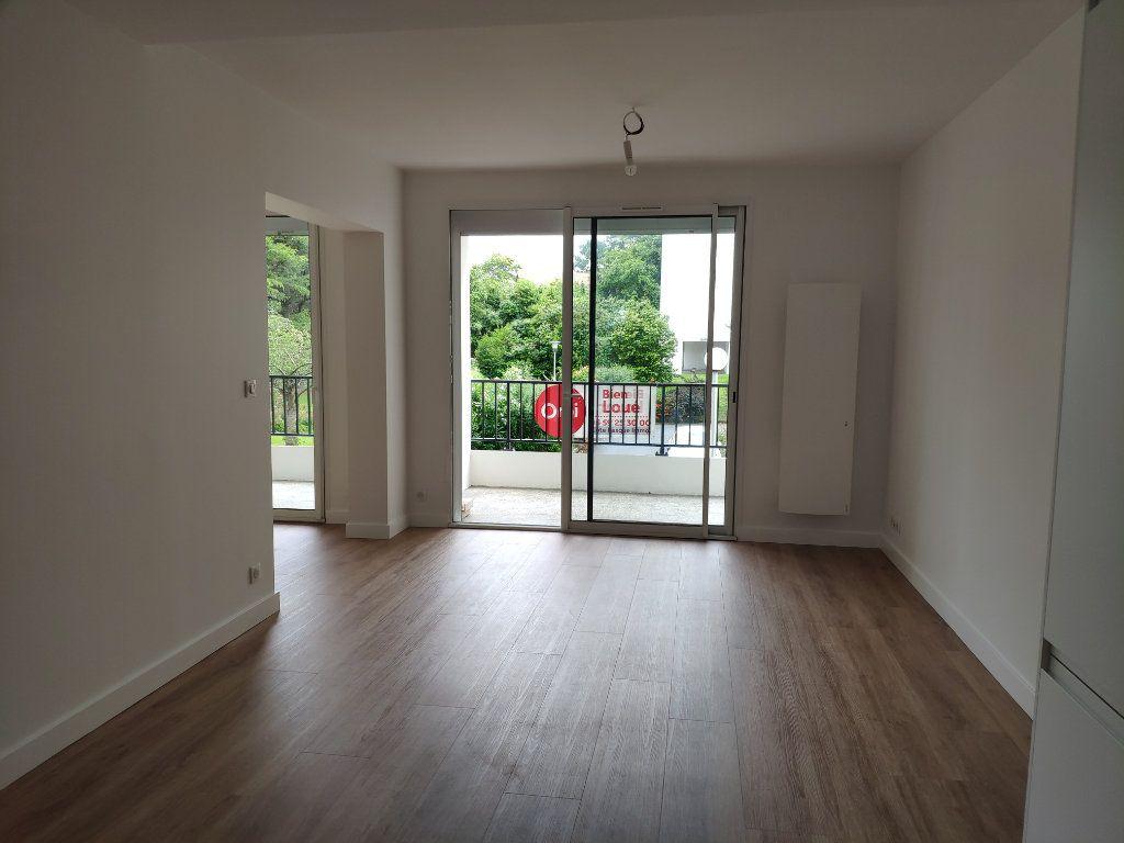 Appartement à louer 4 84.54m2 à Biarritz vignette-5