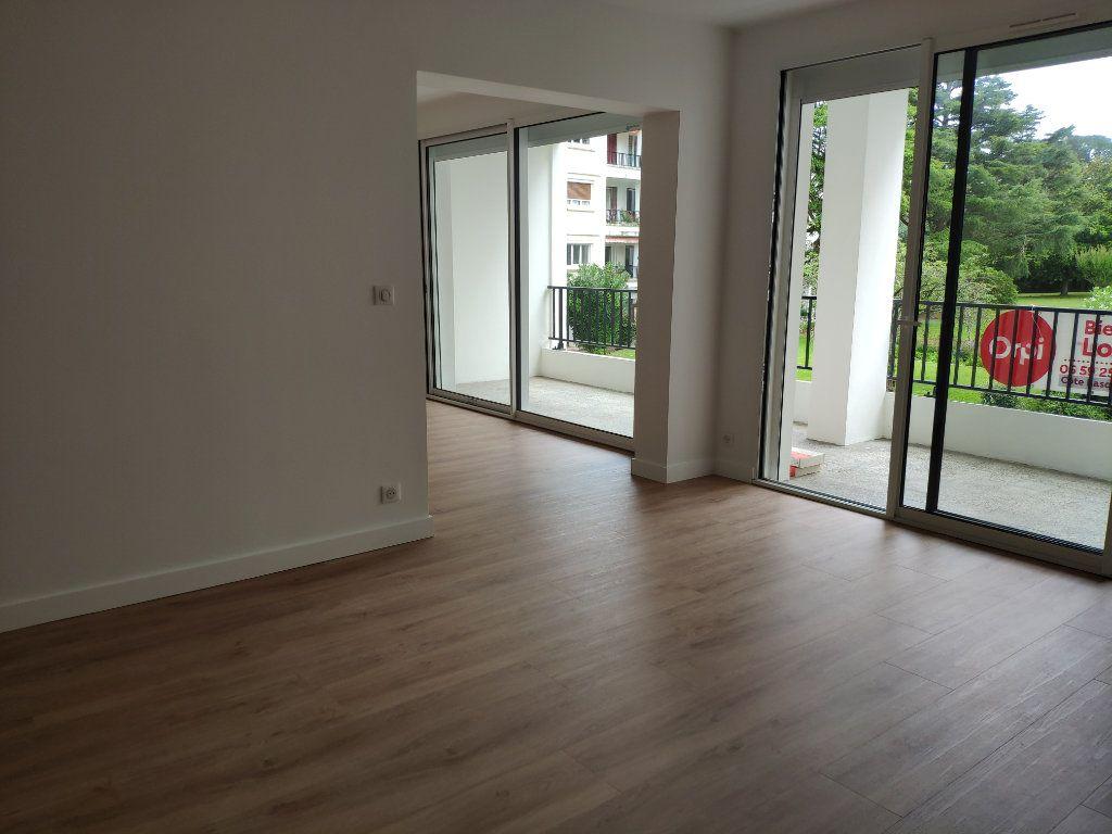 Appartement à louer 4 84.54m2 à Biarritz vignette-6