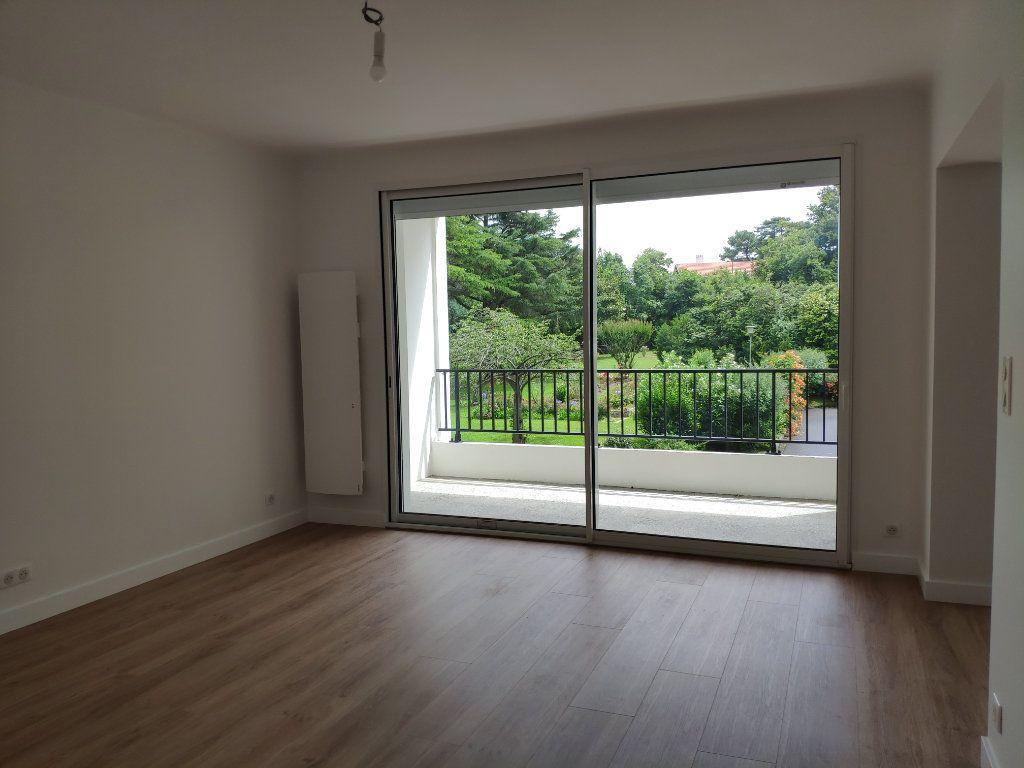 Appartement à louer 4 84.54m2 à Biarritz vignette-7
