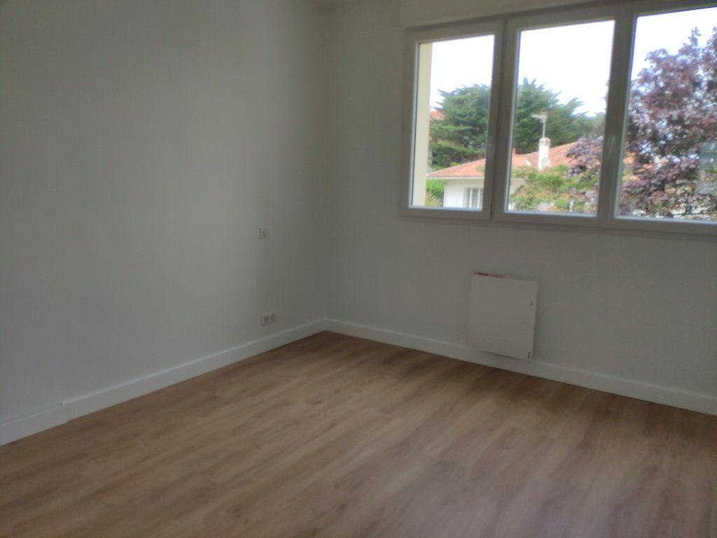 Appartement à louer 4 84.54m2 à Biarritz vignette-8