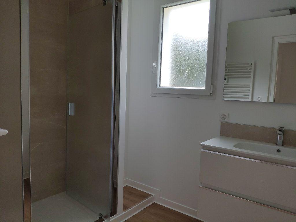 Appartement à louer 4 84.54m2 à Biarritz vignette-12